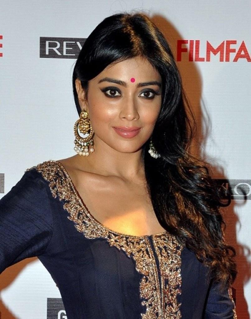69+ Gorgeous Photos of Shriya Saran 35