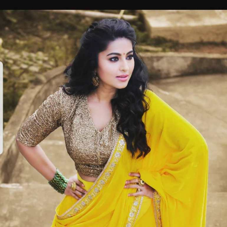 Sneha Prasanna Wiki, Age, Biography, Movies, web series, and Beautiful Photos 14