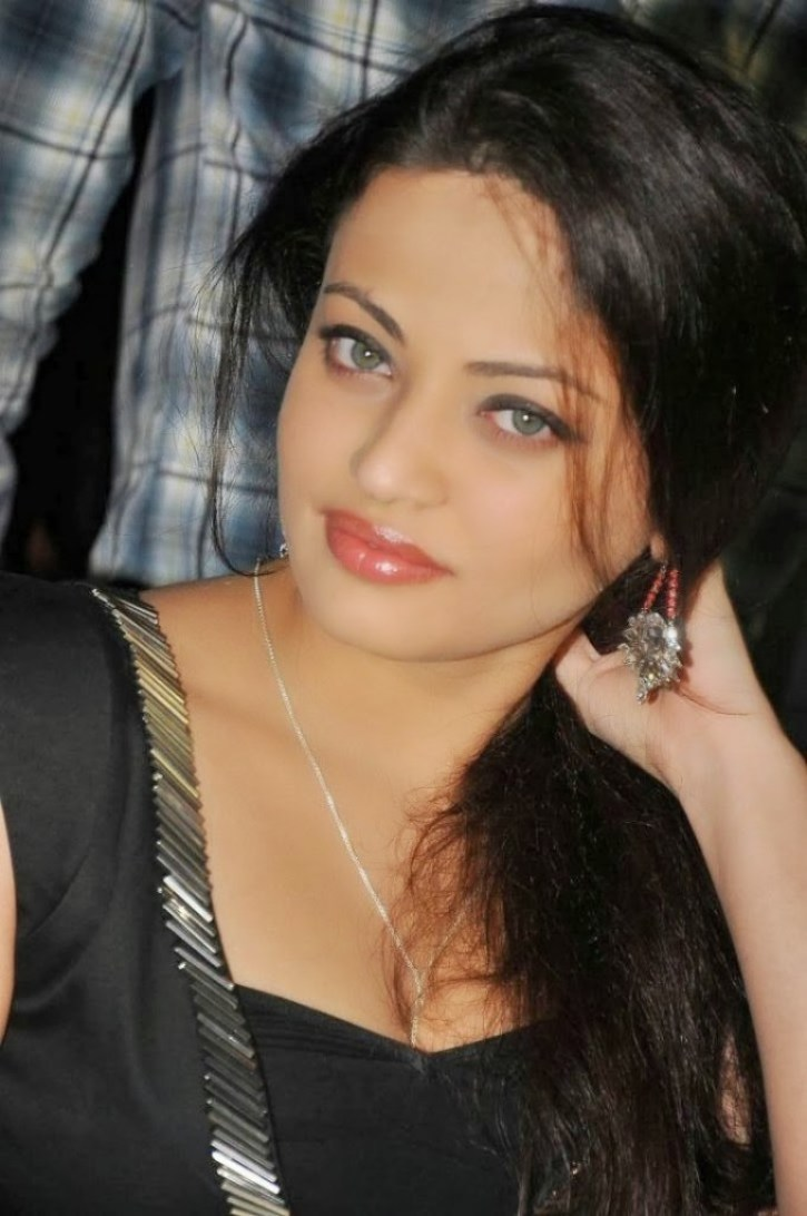 43+ Gorgeous Photos of Sneha Ullal 37