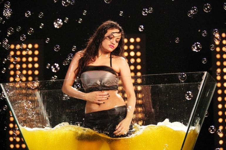 43+ Gorgeous Photos of Sneha Ullal 123