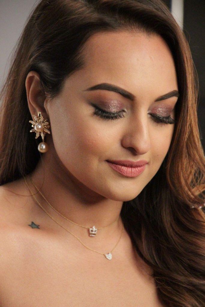 57+ Gorgeous Photos of Sonakshi Sinha 3