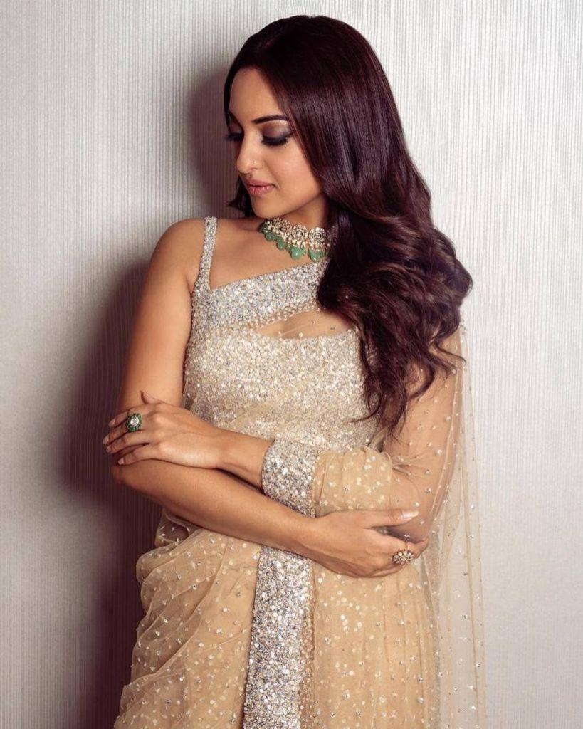 57+ Gorgeous Photos of Sonakshi Sinha 42