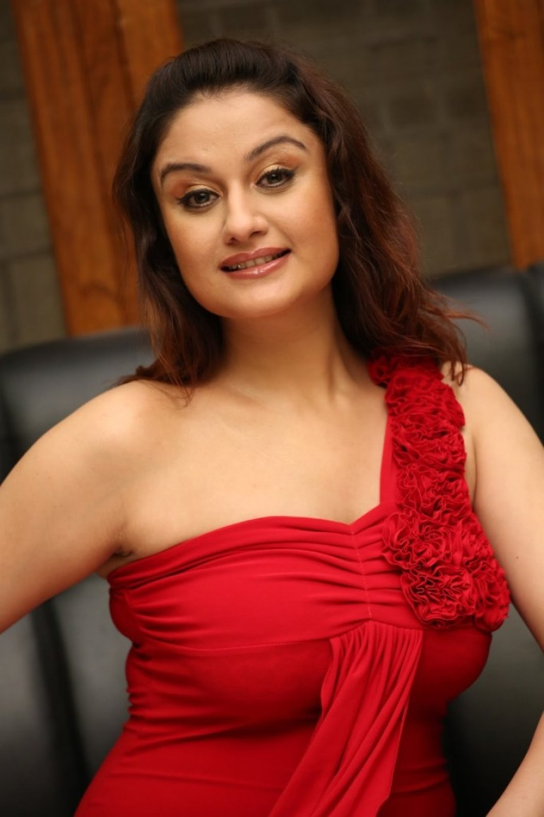 27+ Beautiful Photos of Sonia Agarwal 16