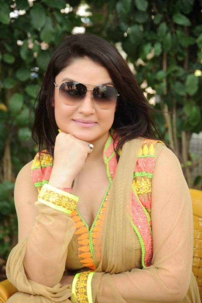 27+ Beautiful Photos of Sonia Agarwal 29
