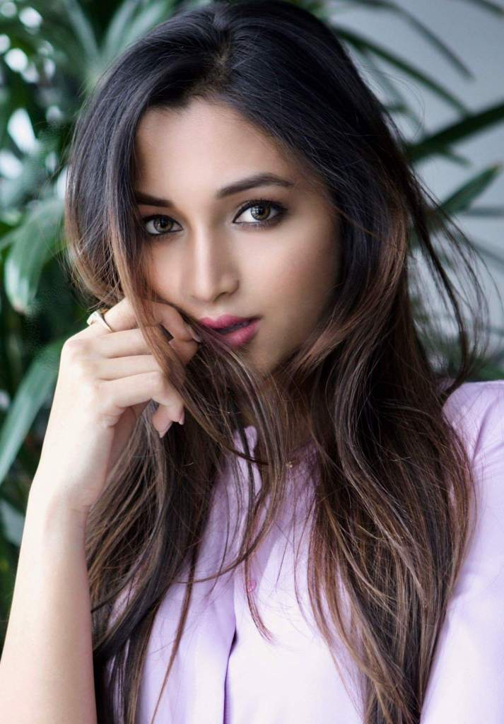 112+ Beautiful photos of Srinidhi Shetty 14