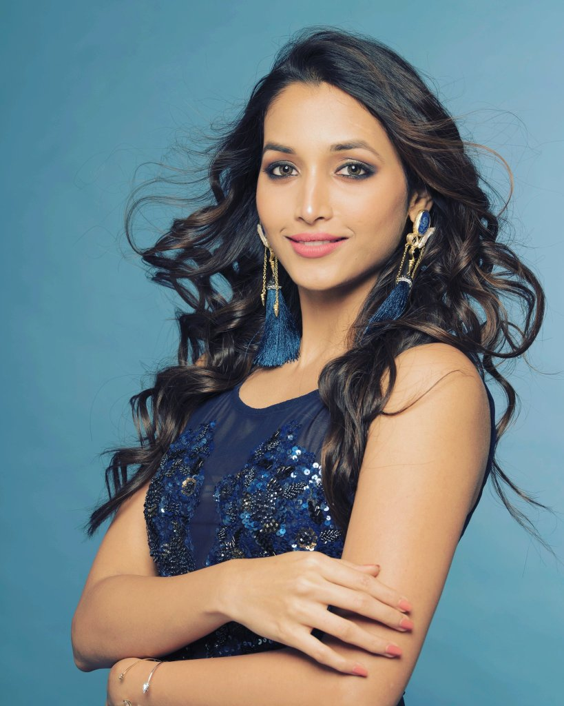 112+ Beautiful photos of Srinidhi Shetty 32