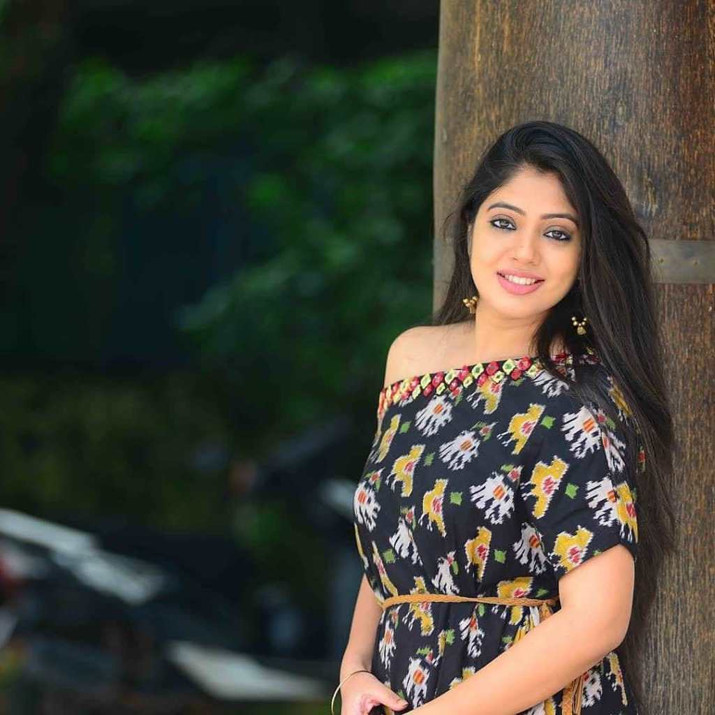 76+ Gorgeous Photos of Veena Nandakumar 17