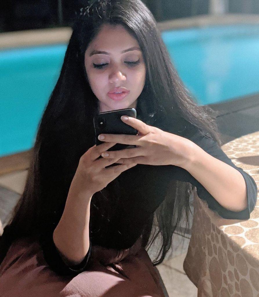 76+ Gorgeous Photos of Veena Nandakumar 32