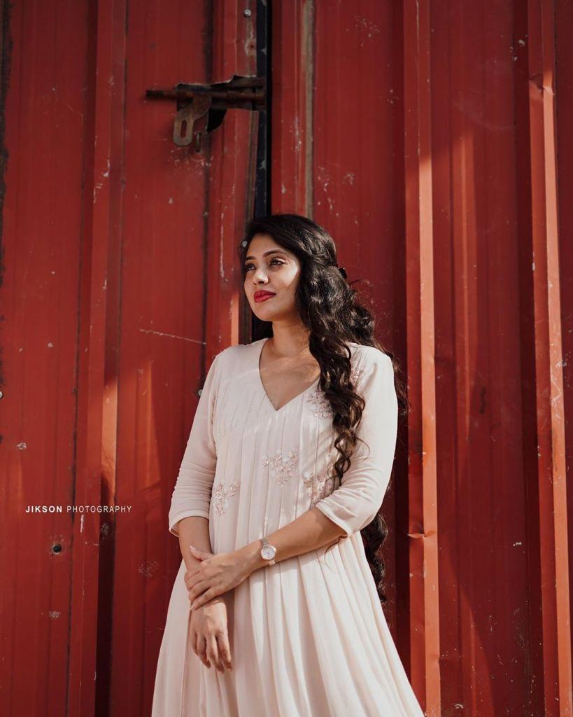 76+ Gorgeous Photos of Veena Nandakumar 65