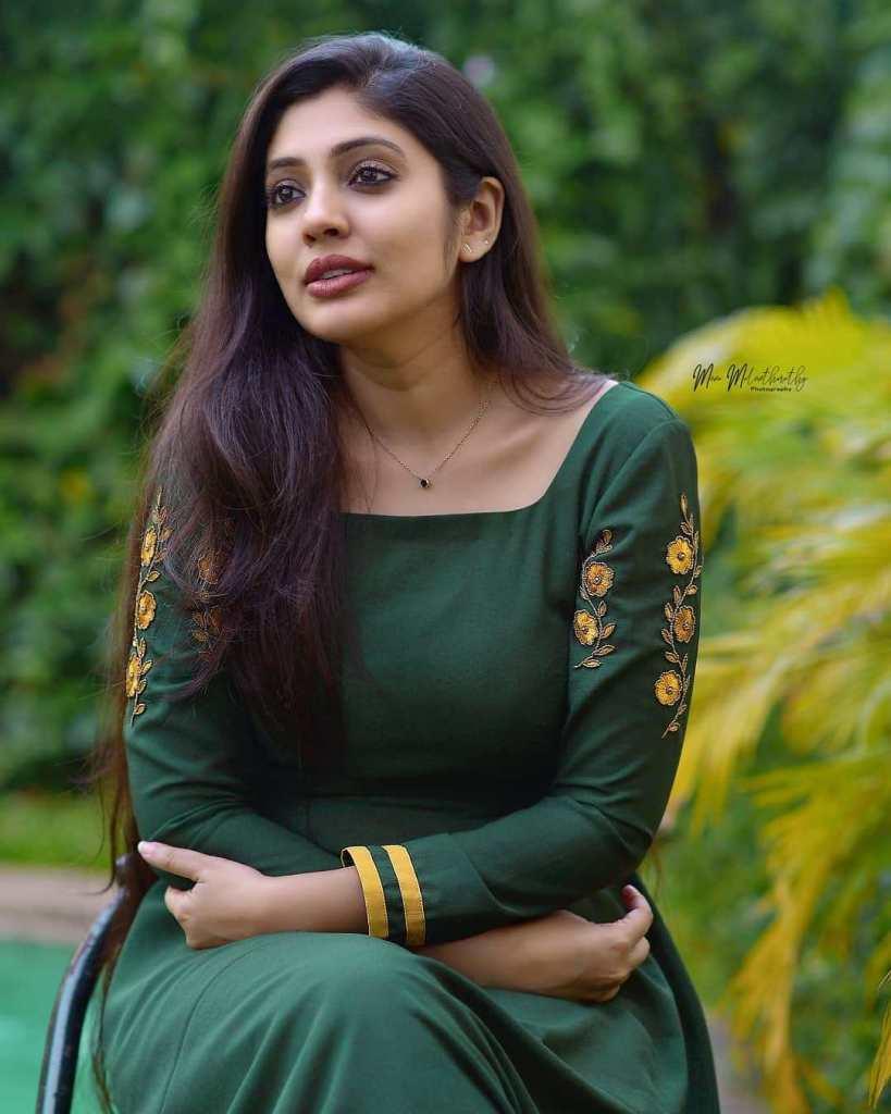 76+ Gorgeous Photos of Veena Nandakumar 12