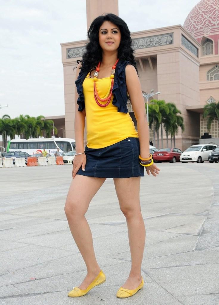 44+ Beautiful photos of Kamna Jethmalani 38