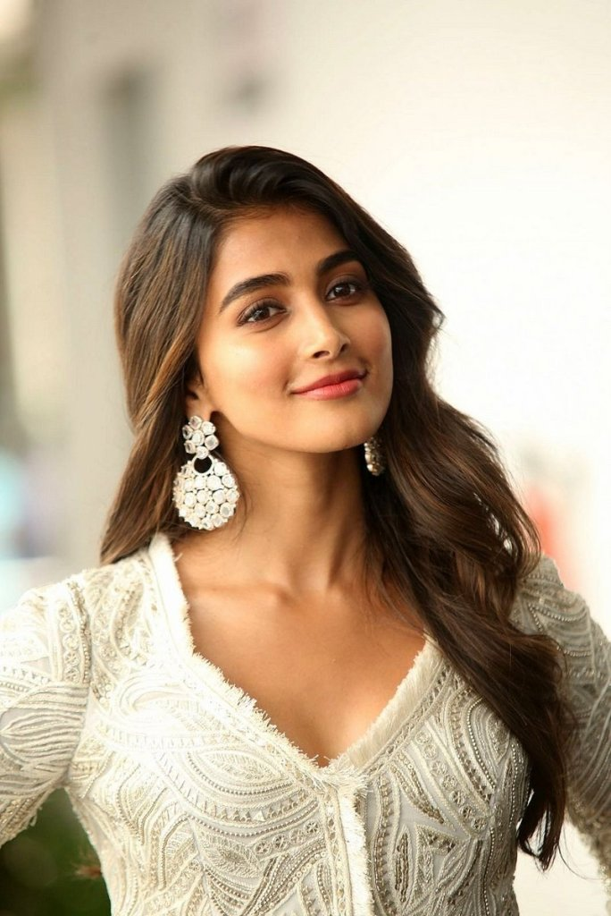 129+ Gorgeous Photos of Pooja Hegde 33
