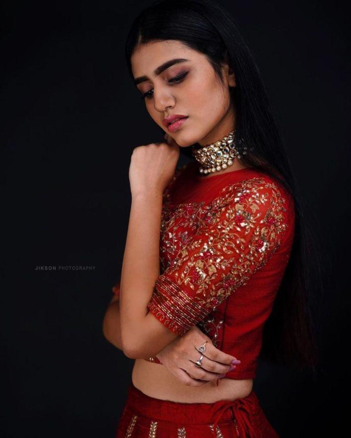 108+ Cute Photos of Priya Prakash Varrier 46