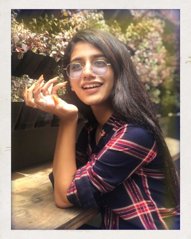108+ Cute Photos of Priya Prakash Varrier 50