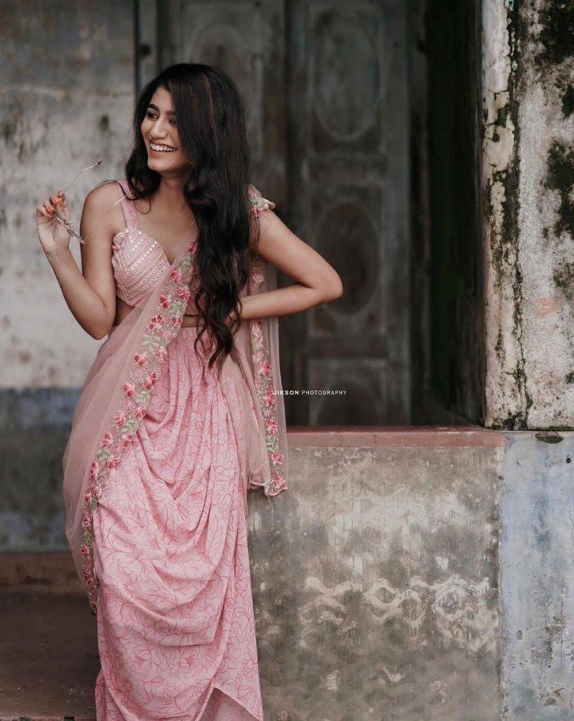108+ Cute Photos of Priya Prakash Varrier 92