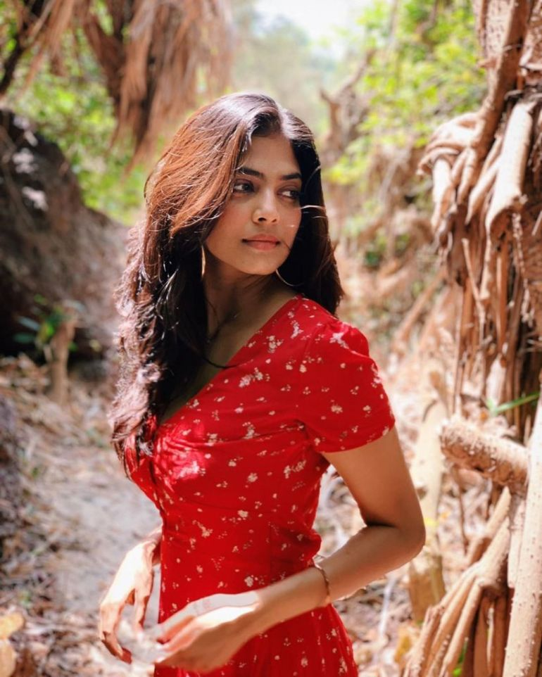 117+ Stunning Photos of Malavika Mohanan 96