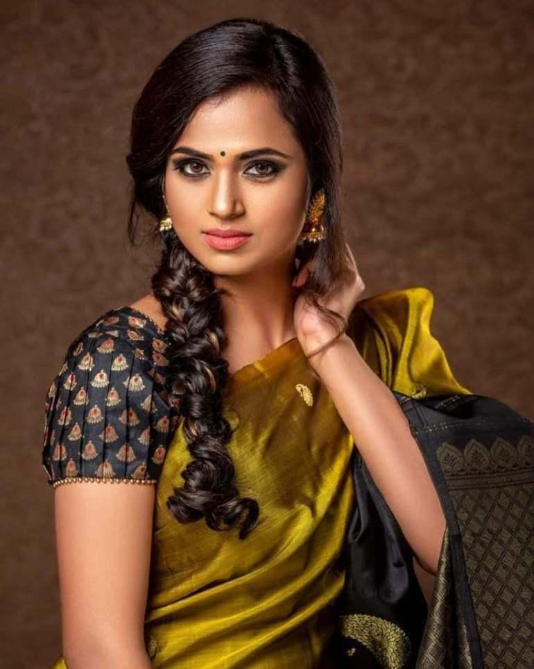 59+ Gorgeous Photos of Ramya Pandiyan 27