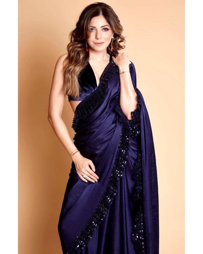 48+ Gorgeous HD Photos of Kanika Kapoor 99