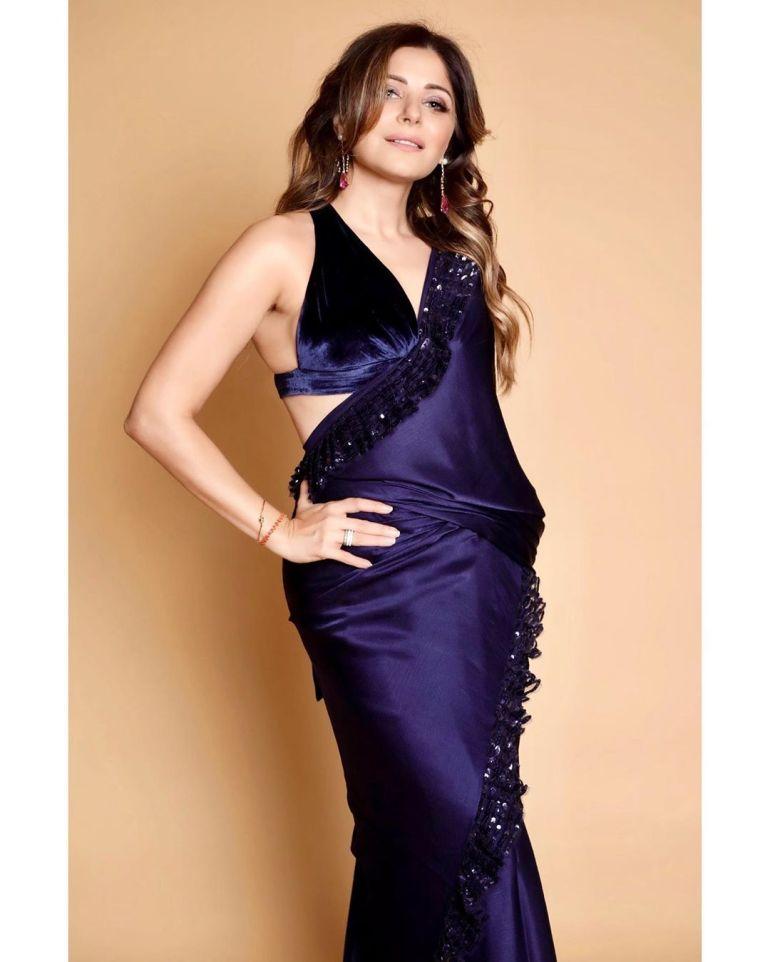 48+ Gorgeous HD Photos of Kanika Kapoor 100