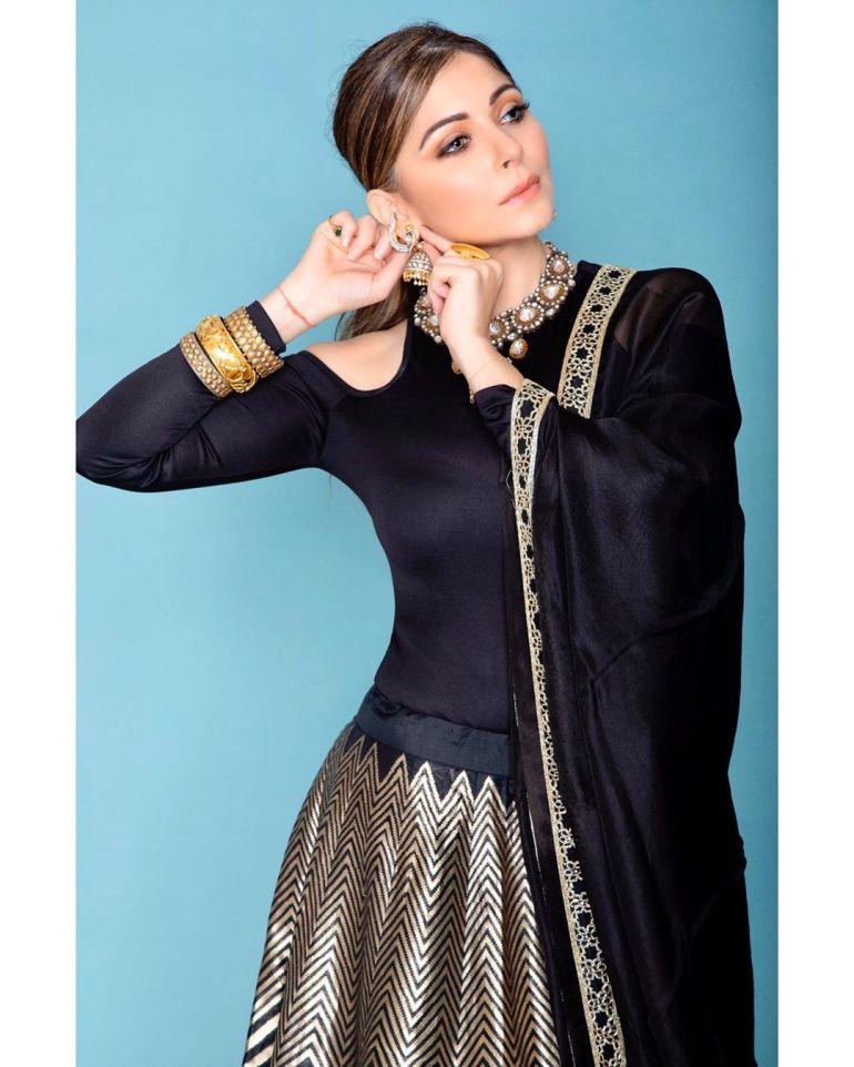 48+ Gorgeous HD Photos of Kanika Kapoor 113