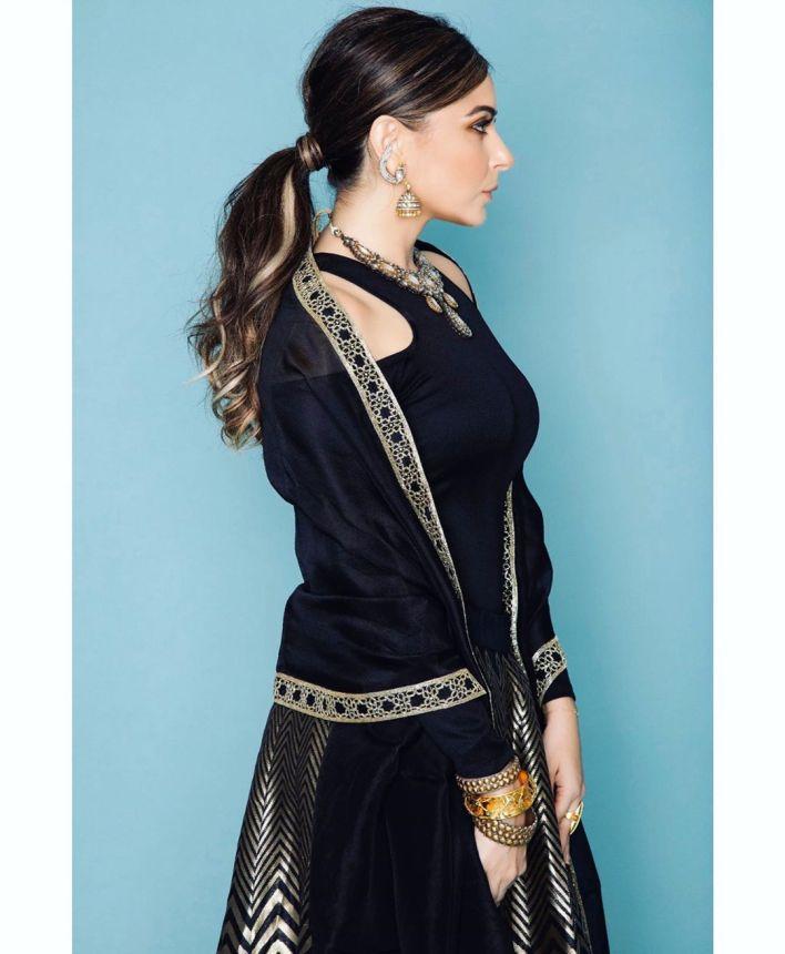 48+ Gorgeous HD Photos of Kanika Kapoor 31