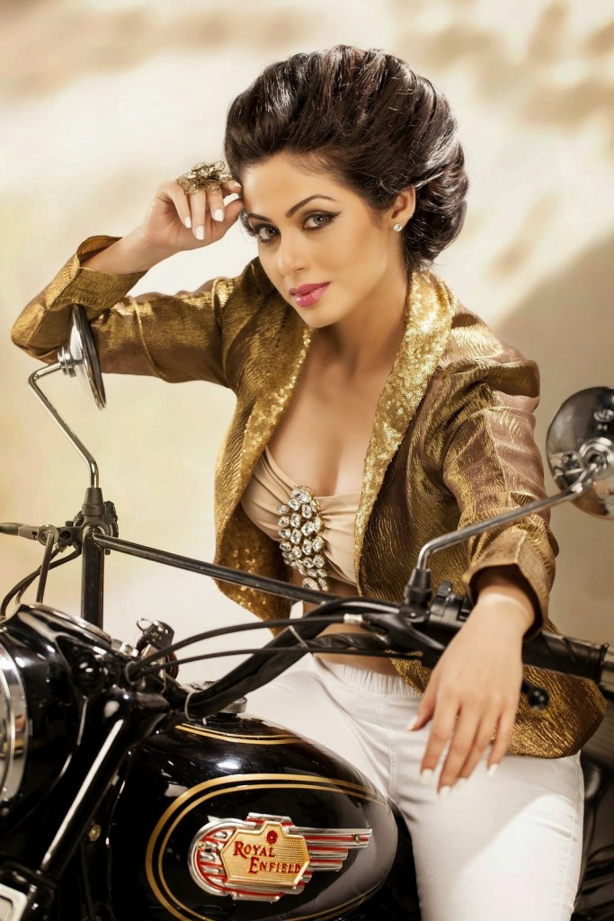 44+ Lovely Photos of Sadha 16