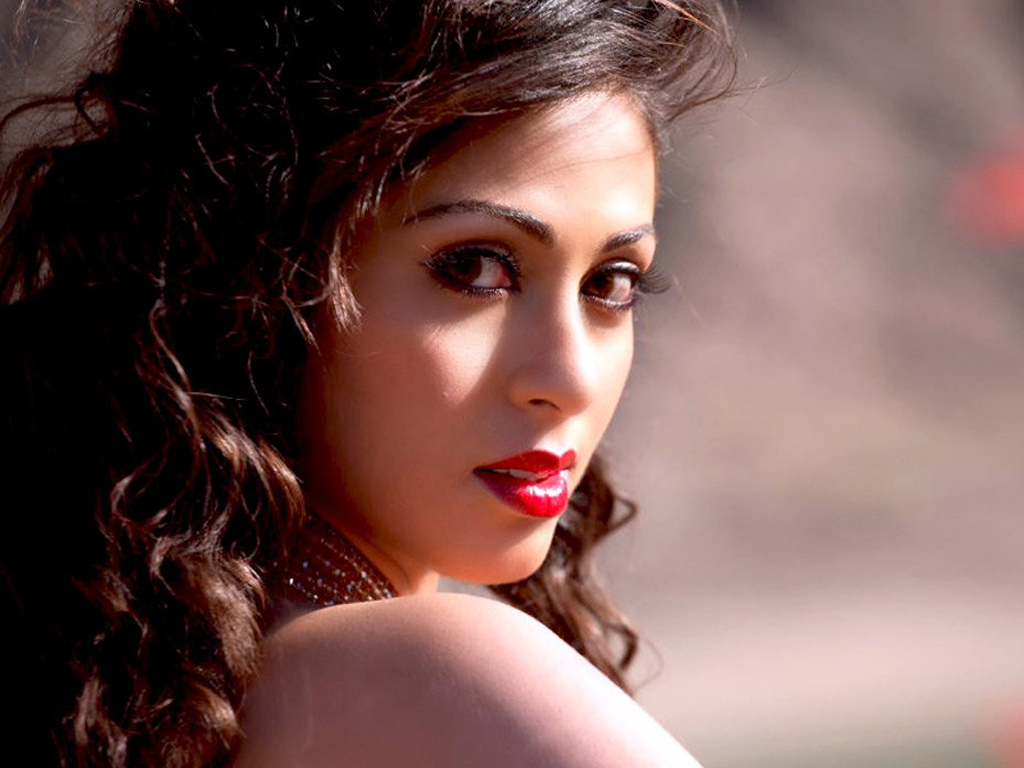 44+ Lovely Photos of Sadha 26
