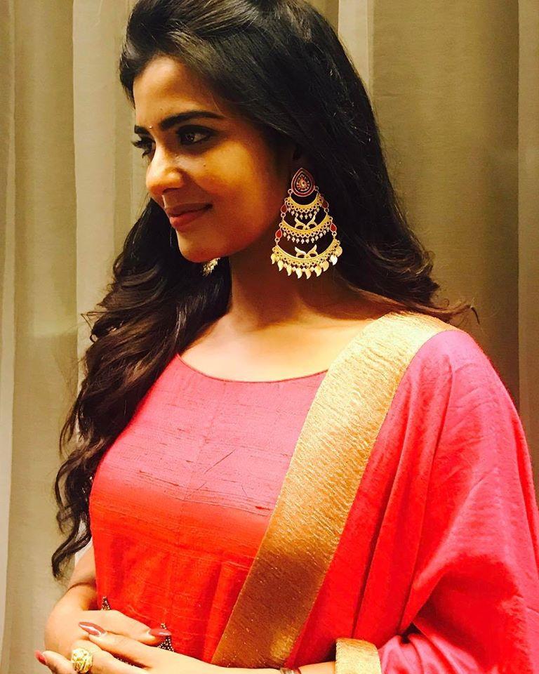 37+ Gorgeous Photos of Aishwarya Rajesh 4