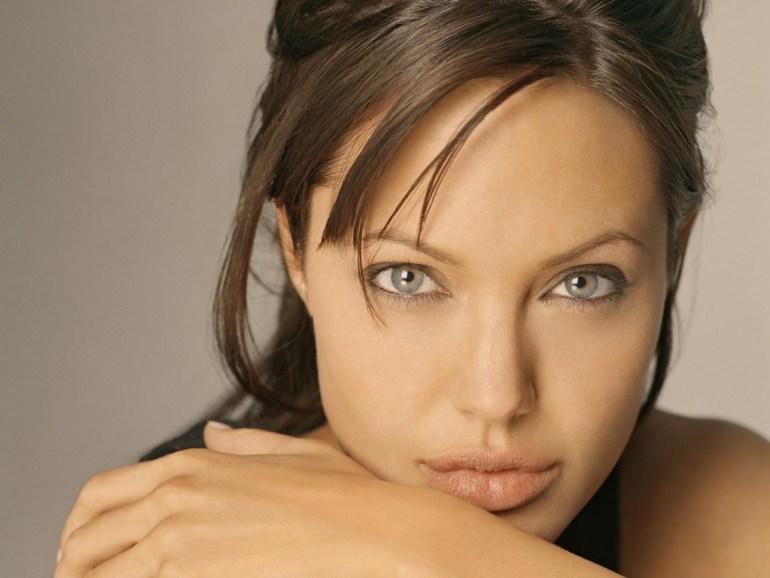 35+ Glamorous Photos of Angelina Jolie 3