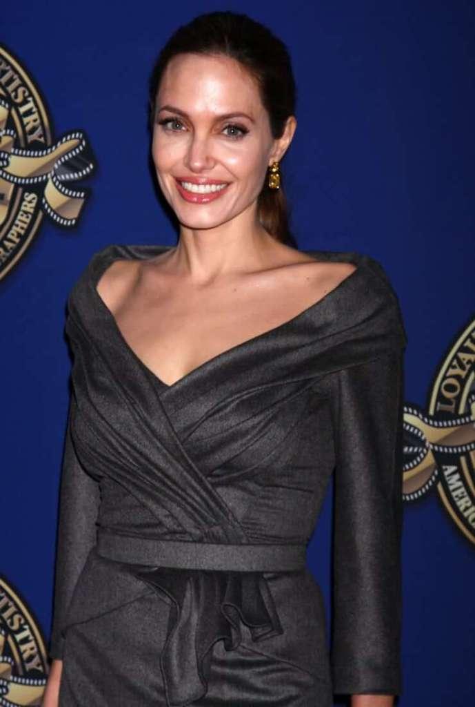 35+ Glamorous Photos of Angelina Jolie 12