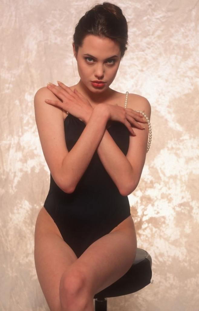 35+ Glamorous Photos of Angelina Jolie 15