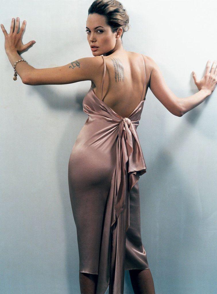 35+ Glamorous Photos of Angelina Jolie 100