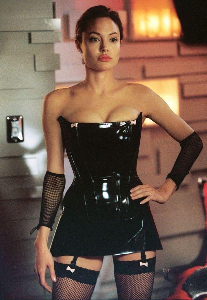 35+ Glamorous Photos of Angelina Jolie 101