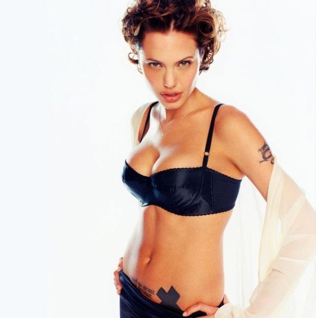 35+ Glamorous Photos of Angelina Jolie 19