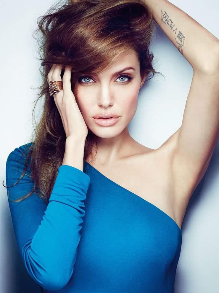 35+ Glamorous Photos of Angelina Jolie 5