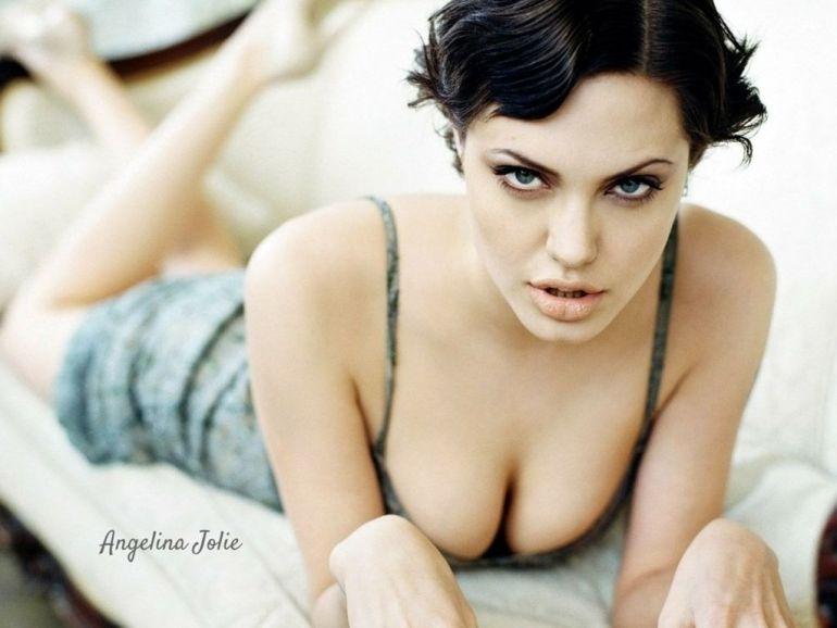 35+ Glamorous Photos of Angelina Jolie 24