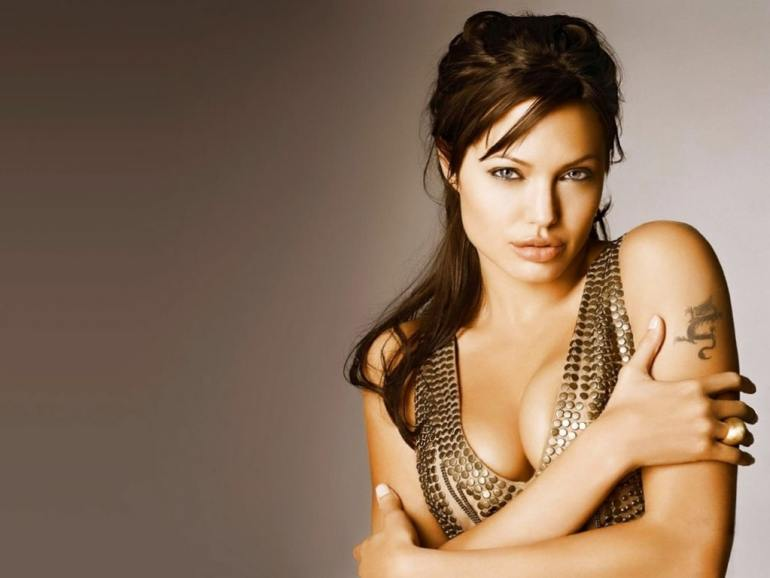 35+ Glamorous Photos of Angelina Jolie 30