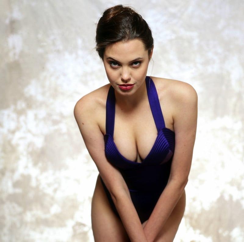 35+ Glamorous Photos of Angelina Jolie 32