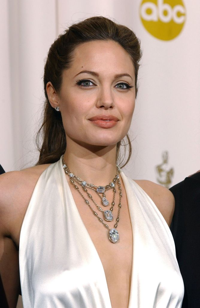 35+ Glamorous Photos of Angelina Jolie 116