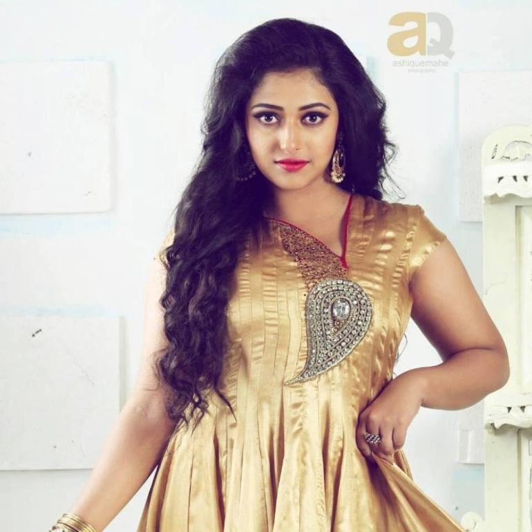 49+ Lovely Photos of Anu Sithara 100