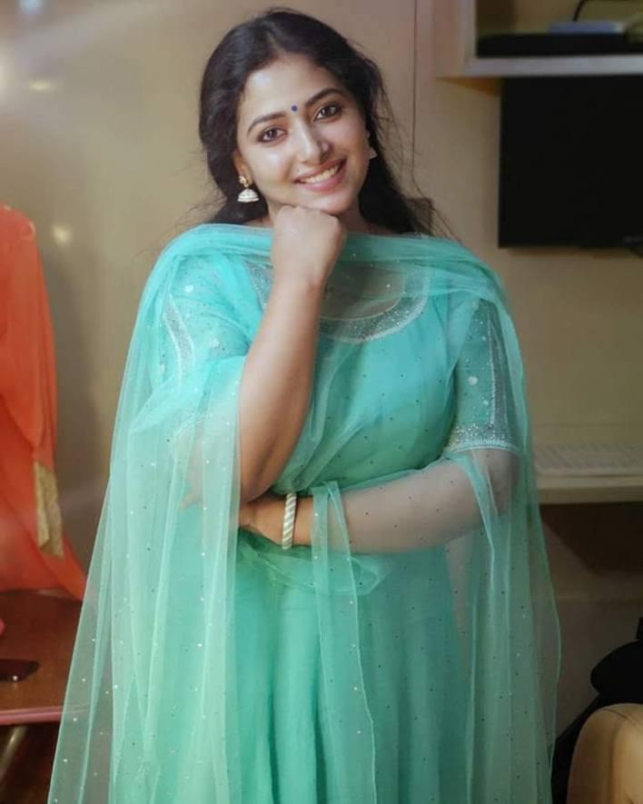 49+ Lovely Photos of Anu Sithara 35
