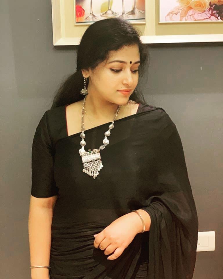 49+ Lovely Photos of Anu Sithara 45
