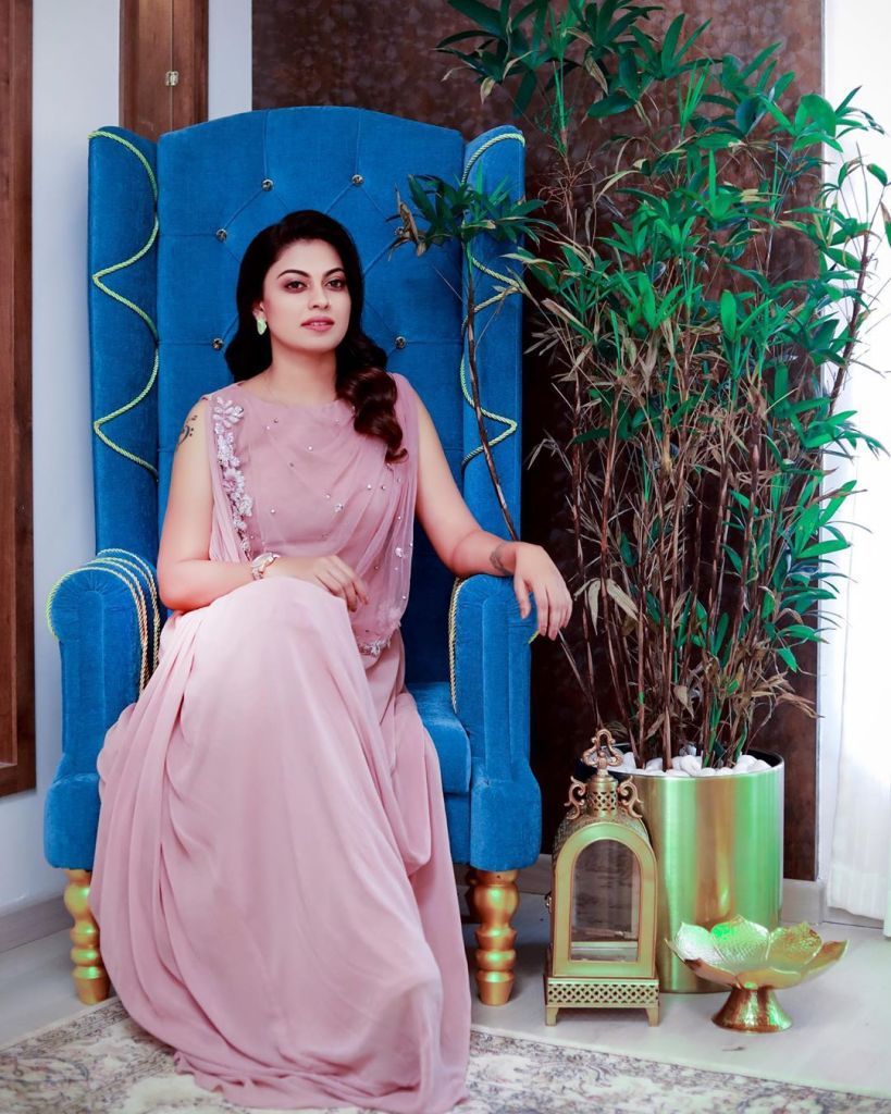 Check out this 89+ HD Photos of Anusree 17