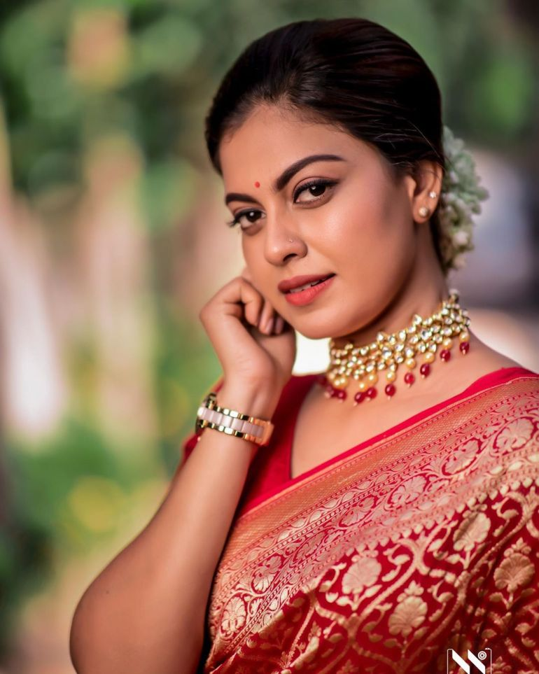 Check out this 89+ HD Photos of Anusree 105