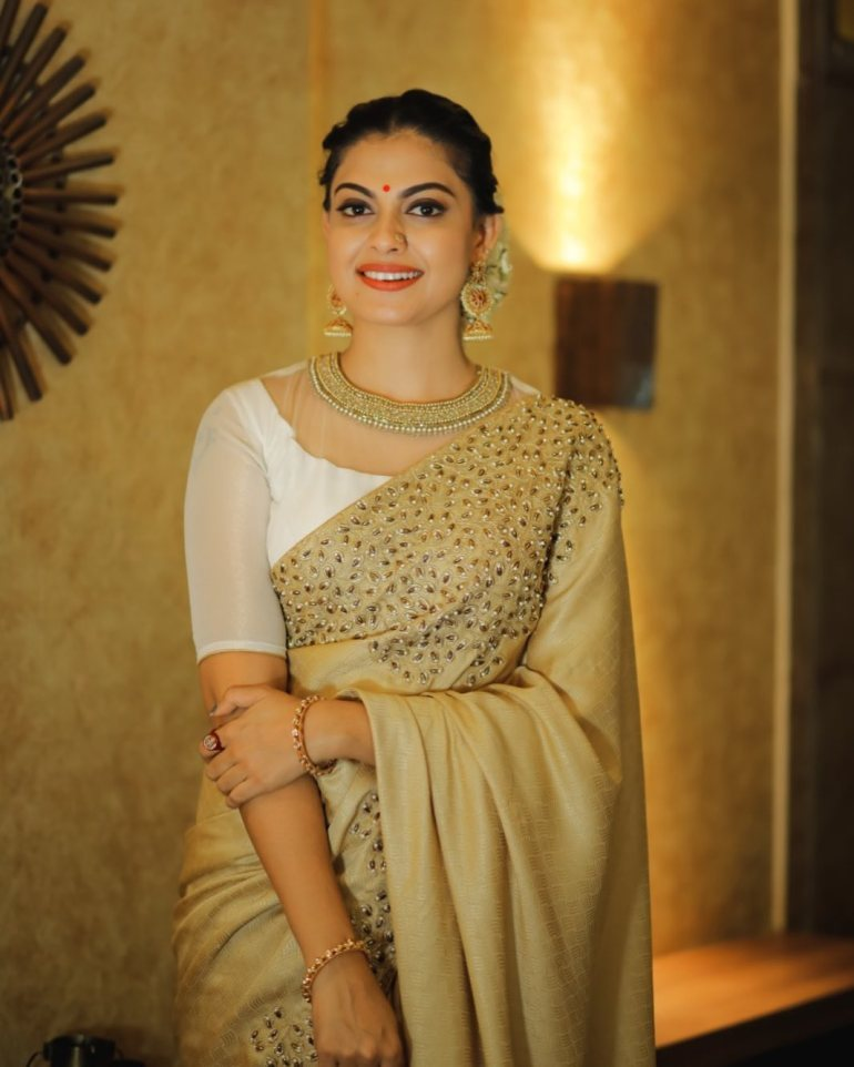 Check out this 89+ HD Photos of Anusree 93