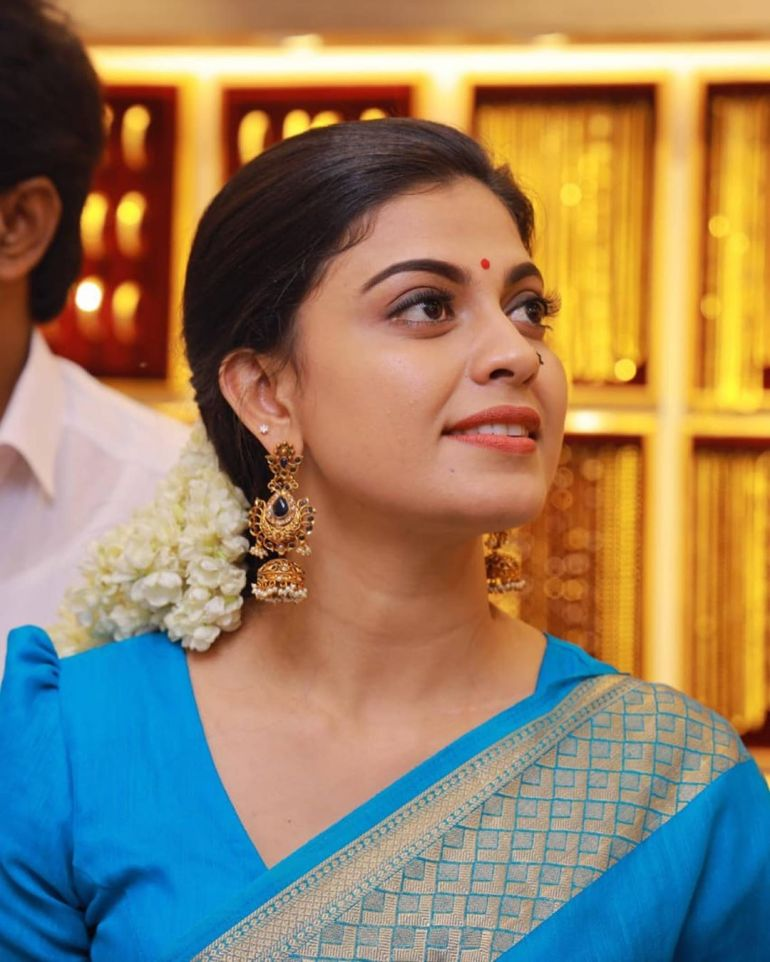 Check out this 89+ HD Photos of Anusree 97