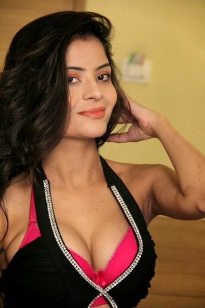 52+ Glamorous Photos of Gehana Vasisth 52
