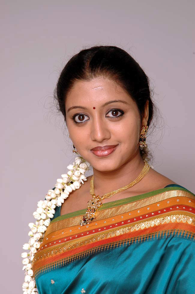 43+ Cute Photos of Gopika 37