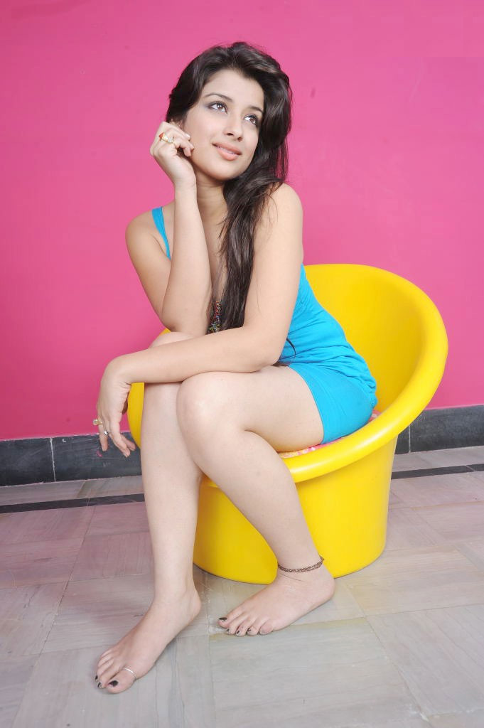 49+ Gorgeous Photos of Nyra Banerjee 117
