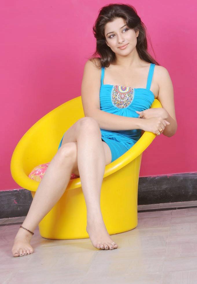 49+ Gorgeous Photos of Nyra Banerjee 127